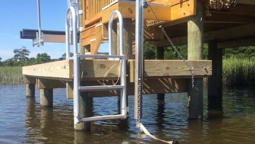 KayaArm with tide pulley and ladder from a fixed dock for use in Tidal areas
